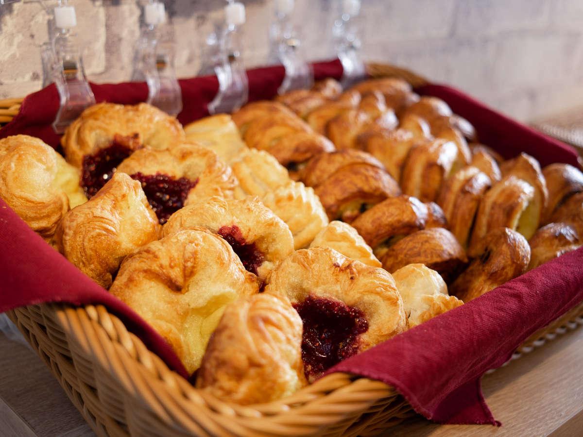 焼き立てパンを導入!日替わりでパンの種類が変更♪