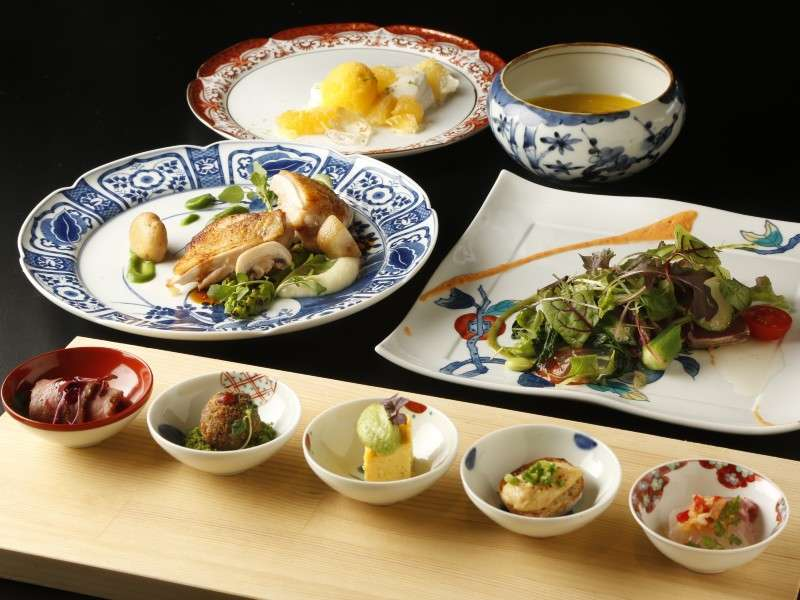 有田焼きの器が選べる人気のディナーコース。