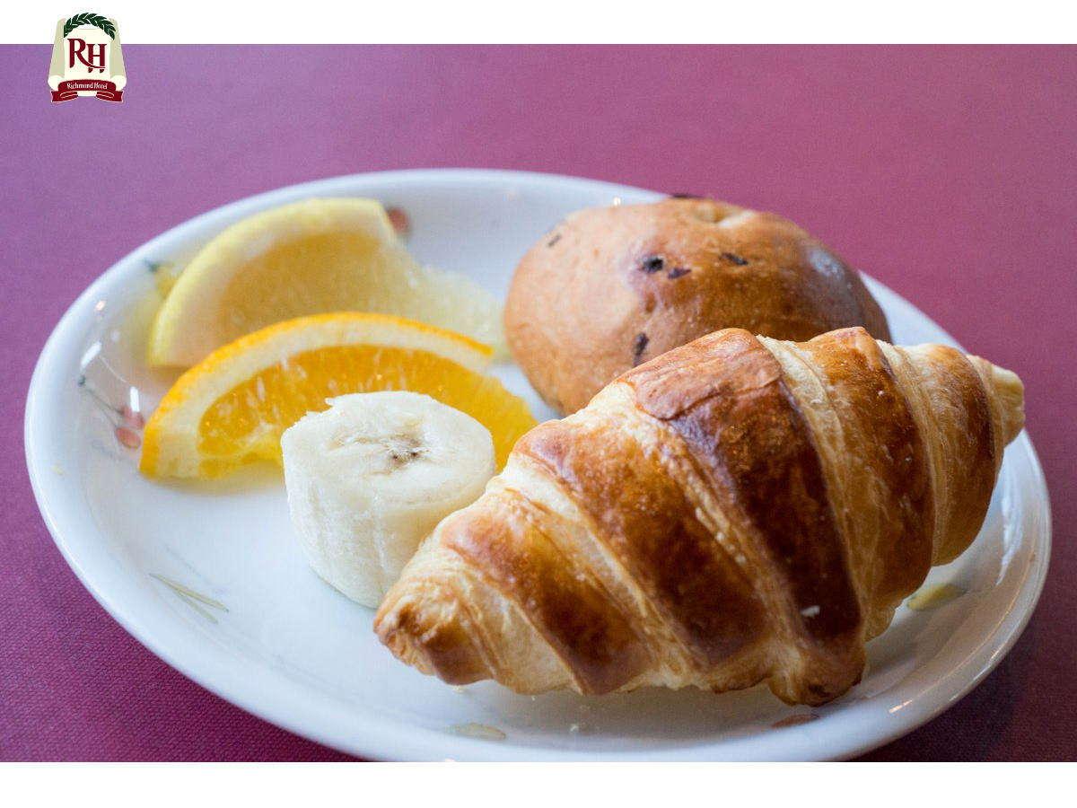 【パン:クロワッサン/食パン/プレーン/ライ麦】お客様のお好みに合わせて、数種類のパンからチョイス!