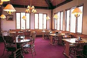 鹿沢リゾートホテル:眺望の良いダイニングからは雄大な山々を一望できる