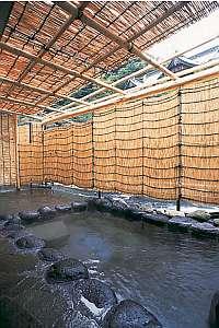 名湯万石の湯 よきや旅館:早川沿いにあり、せせらぎを聞きながら風情を楽しむ