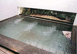 中安旅館:婦人浴室は通年ハーブ湯、多機能シャワー付き