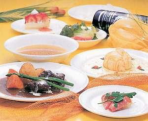 ペンションベルク:じっくりねかしたソースが決め手の洋食コースディナー
