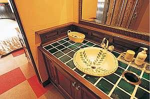 シャンブル・ドット アルムの森:南欧風の素敵な洗面台は女性に好評(写真はSTタイプ)
