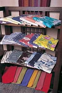 ホテルニュー下風呂:彩り様々な女性の選べる色浴衣