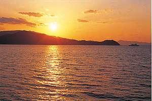 海の幸・夕陽の宿 ペンションサンセットコースト:夕陽100選に入るほど美しい景色をぜひながめてみては?