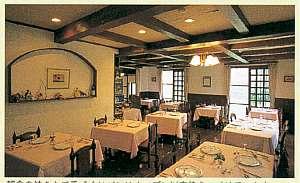 シャンブル・ドット アルムの森:ディナーや朝食は北欧風のレストランでどうぞ