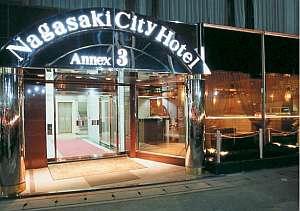 長崎シティーホテルアネックス3:路面電車の電停・バス停まで徒歩3分利便性がいい