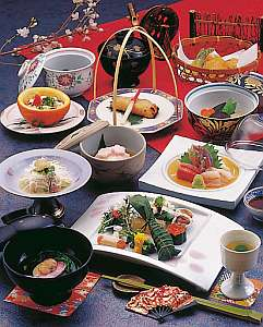 板長心尽くしの会席料理(一例)地元の魚を中心としたお料理です。