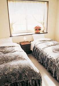 ペンション アルミッシュ:シンプルで清潔感のあるお部屋。グループ向けの部屋も有