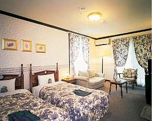 英国の森ホテル クィーンズ・マナ