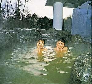 清里ペンション いずみ:近くのアクアリゾート清里の露天風呂