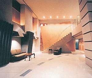 ジェイホテル本八幡:上品なインテリアが訪れる人を楽しますフロント・ロビー