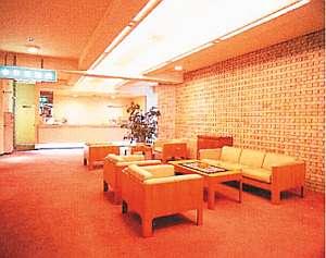 水沢グリーンホテル:落ち着いた雰囲気のロビー。