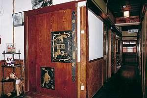 最上屋旅館:館内はレトロ感いっぱい! 旅人向けの本『日本ボロ宿紀行2』に載ってしまいました。検索下さい。