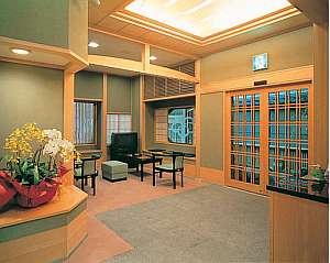 京乃宿 加ぎ平:【ロビー】心和む安らぎの空間へと お客様をお迎えします。