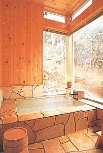 ゲストイン四季の里:自然石と御影石の2つの温泉鍵付き貸切OK