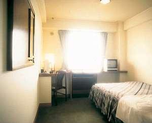 半田ステーションホテル:シングルルームも全室セミダブルベットです