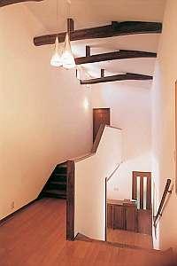 ペンション ア・ドマーニ:1階から2階のエントランス