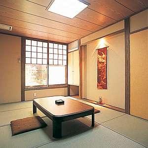 香住 ちいさなお宿 たきろく:ほっとできる優しい雰囲気の客室。全室洗面、トイレ付