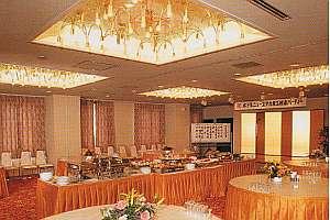 ホテルニューユタカ:2階にある宴会場は多目的に利用できる