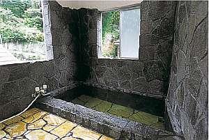 湯平温泉 旅館 坂本屋:貸切で利用できる川沿いのお風呂