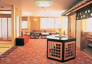 下呂温泉 いずみ荘:優しい光に包まれた落ち着きある館内