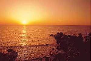 心あたたまる源泉かけ流しの宿 旅館 はまゆう:日本海に沈む夕日