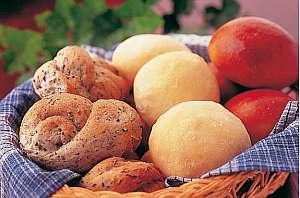 乗鞍高原温泉 ポエティカル:毎日焼かれるパンは種類も豊富
