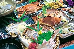 魚がうまい宿 齋藤旅館:食べきれないぐらいの新鮮な海の幸がいっぱい☆/写真は一例です