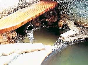 湯治宿 黒湯の高友旅館:全国各地からこの「源泉」を楽しみに旅人が訪れる