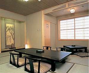 信州渋温泉 一乃湯 果亭:緑色のファブリックで統一された2階客室