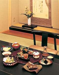 信州渋温泉 一乃湯 果亭:四季の旬の素材を生かした「果亭風懐石料理」