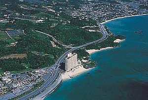 *名護市街にも近く、北部観光にも便利。名護湾に面した全室オーシャンビューのホテル。
