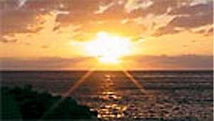 古八旅館:宿前の絶景夕陽も感動です