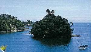 九十九湾 料理民宿 一水:澄みきった碧い海に緑が映える美しさ
