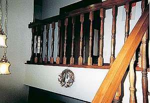 和風ペンション 明神茶屋:壁には女将手作りのリースが飾ってあります