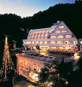 湖のホテルの写真