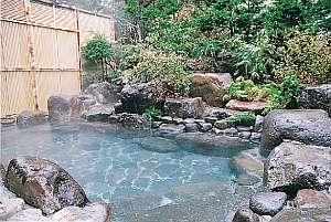 森の湯 山静館:内風呂からのアプローチは短いので、足腰に自信がなくても安心。