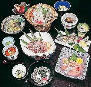 久野屋旅館:刺身、中盛、天婦羅、茶碗むし、鍋類、果物、吸い物等