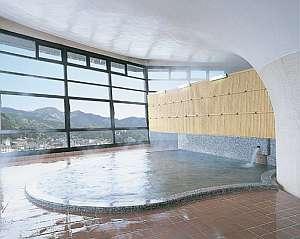 展望大浴場は24時間入浴可能。つるつるトロトロのお湯を、何度でも。