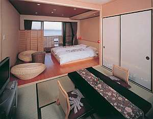 篠島離宮 真砂 悠々庵:海&ビーチ一望の露天風呂付き和洋室「白砂」2~4名様に大変人気です。大人数には「高砂」がお勧め。