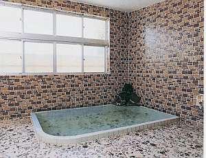 旅館おくむら:肌に優しい下諏訪温泉がいつも溢れる湯船