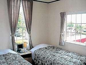 B&Bピア:清潔な客室。窓の外には自然がいっぱい