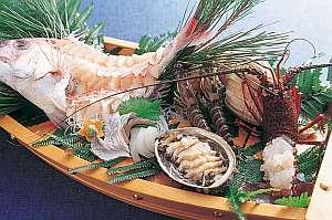竜宮料理の宿 八島(やしま):2人からでもドーンと!豪快な90㎝の舟盛で