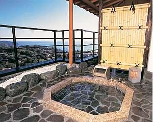 蜜柑の花咲く丘の宿 旅館 幸太荘:特別室には、専用露天と大理石風呂付(弱アルカリ単純泉)