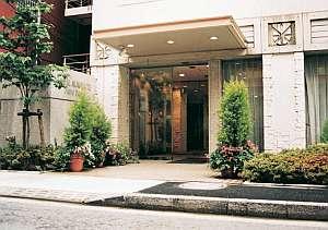 ホテルサンルートパティオ大森:ホテル外観は緑と花に囲まれたさわやかなイメージ