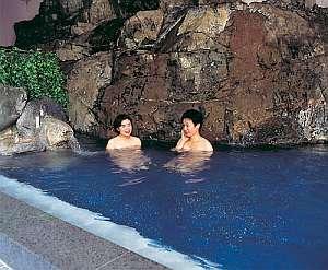 豪快な岩風呂