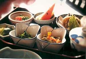 旅館山菜荘:夕食、朝食ともに6品を厳選(内容は季節等により異なります)