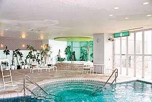 オテル・ド・マロニエ内海温泉:屋内プール~温水のためオールシーズンご利用いただけます※おむつのお子様はご利用頂けません